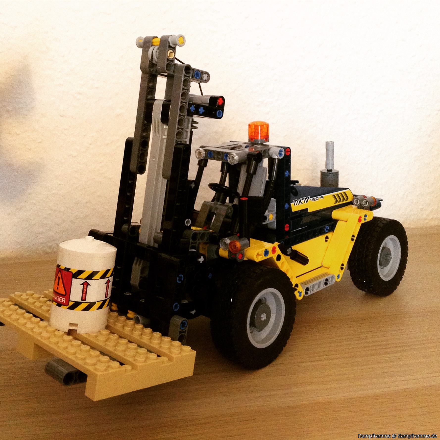 42079 Heavy Duty Forklift